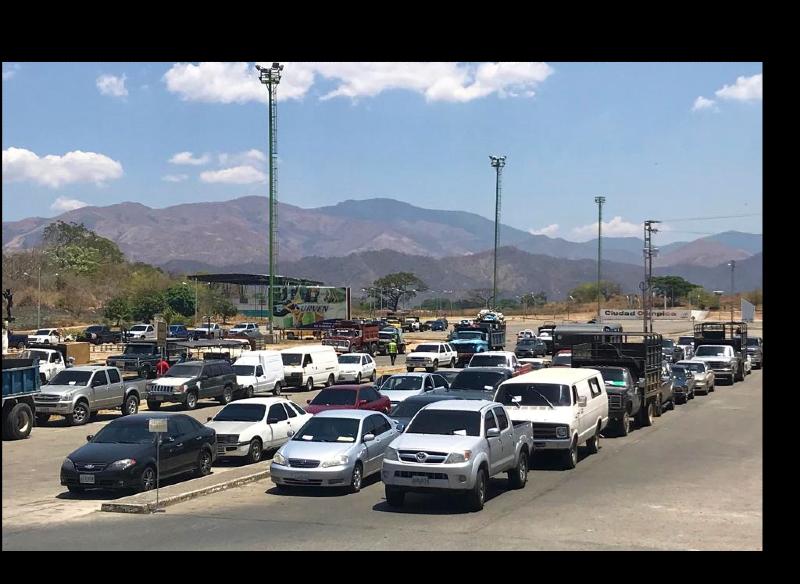 Desde la Villa Olímpica de San Juan de los Morros parte la caravana de vehículos para el surtido de combustible